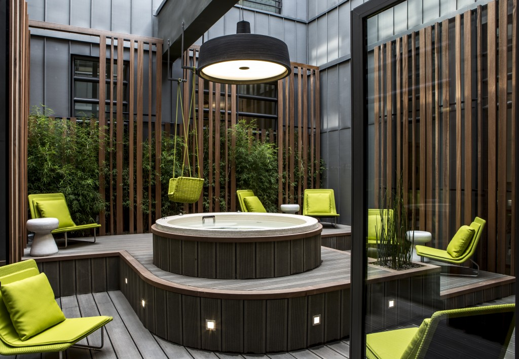 Visite du cinq codet h tel de luxe paris for Hotel design jacuzzi paris
