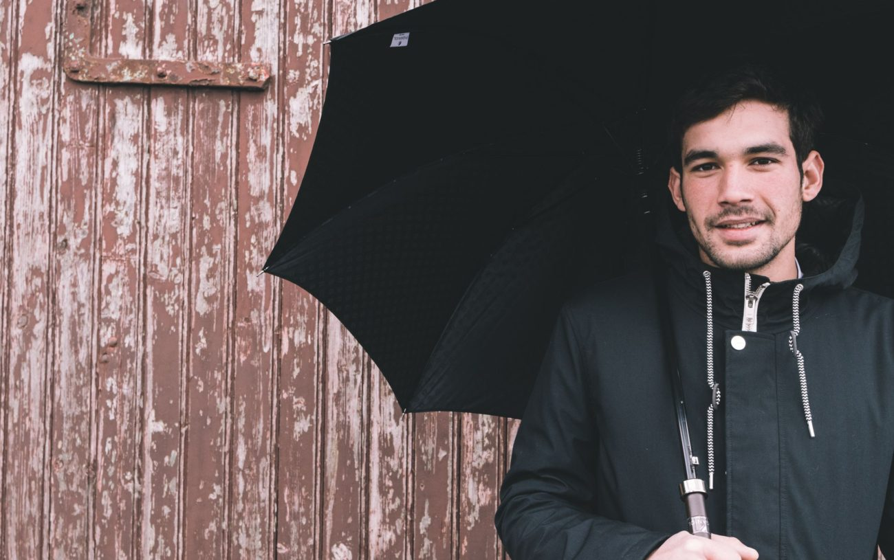 comment tenir son parapluie