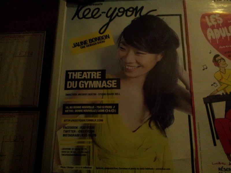 Kee-Yoon Kim présente le spectacle comique Jaune Bonbon