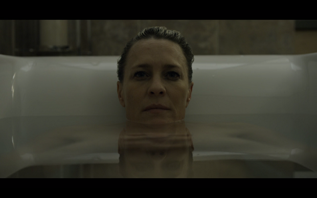Claire Underwood bath season 3