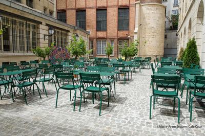 Café-cour-paris