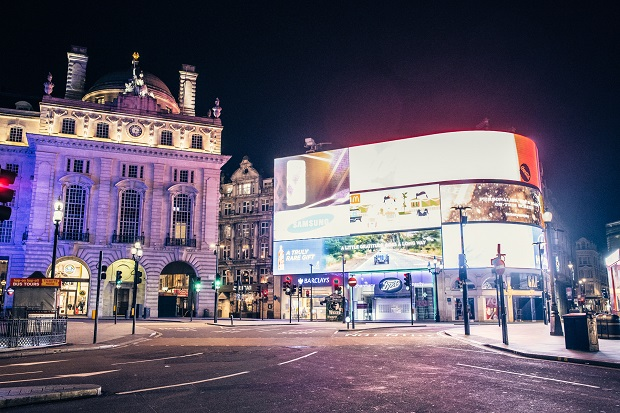 Desert in London Piccadilly Circus vide
