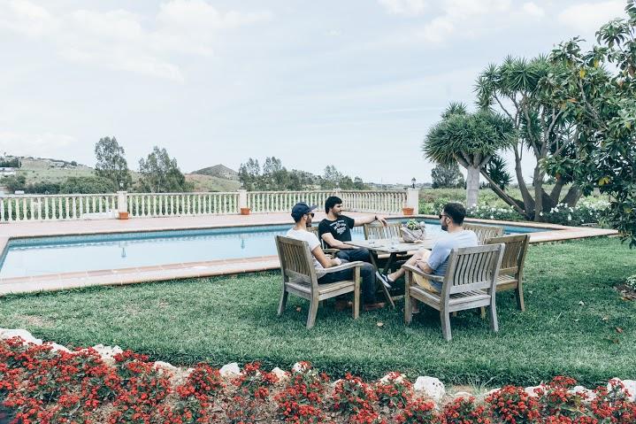 Chilling au bord de la piscine à la Hacienda L'Esperanza