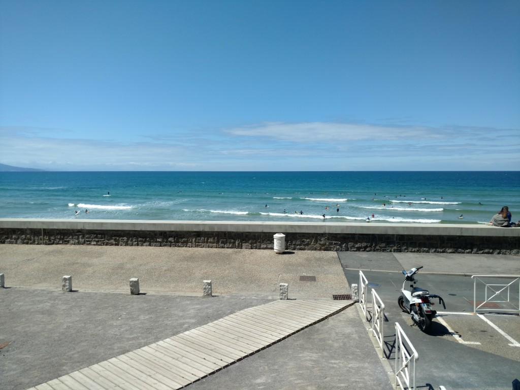 Vue surfing Biarritz 10 mètres