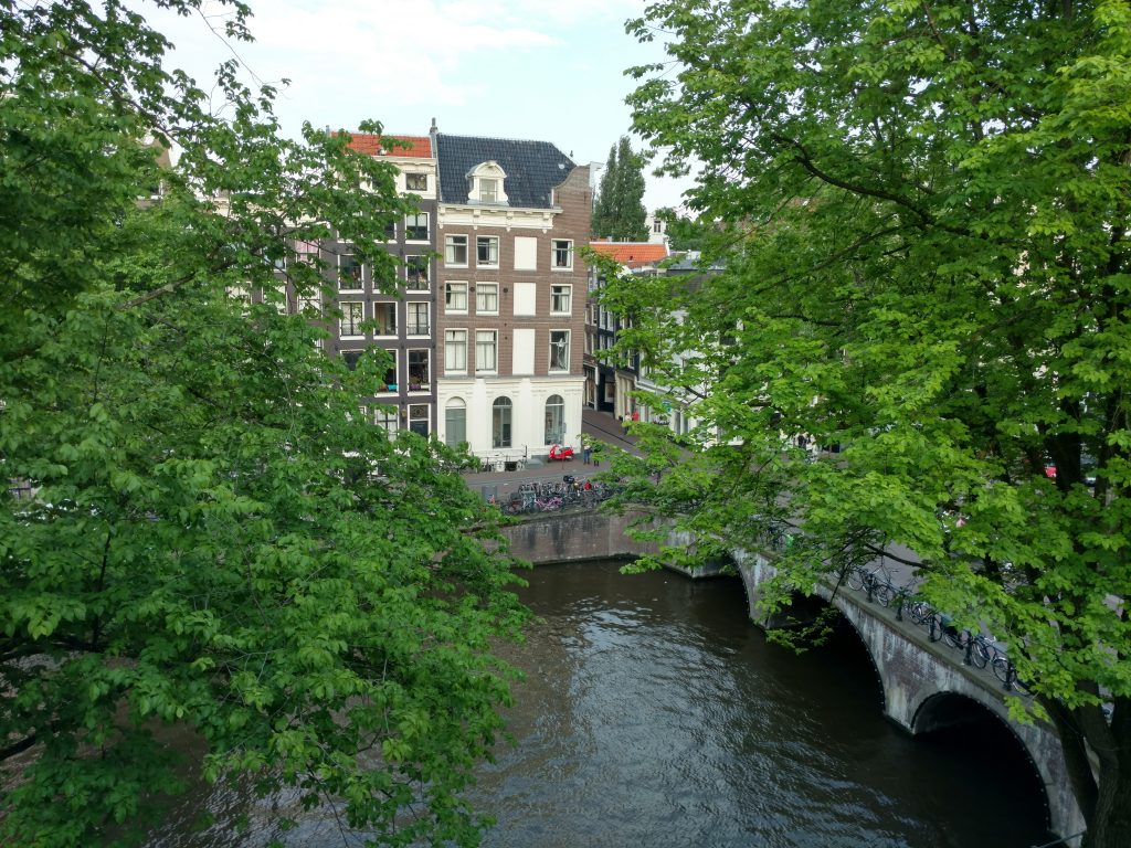 Vue sur les canaux Amsterdam