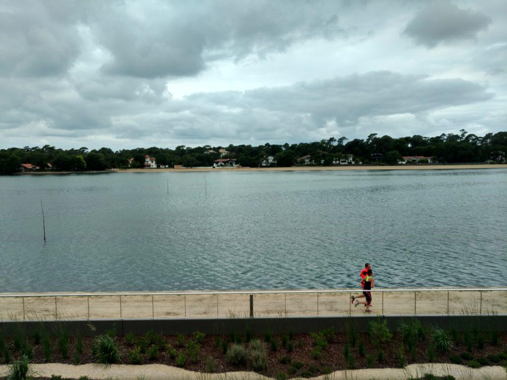 Vue sur le lac jogging