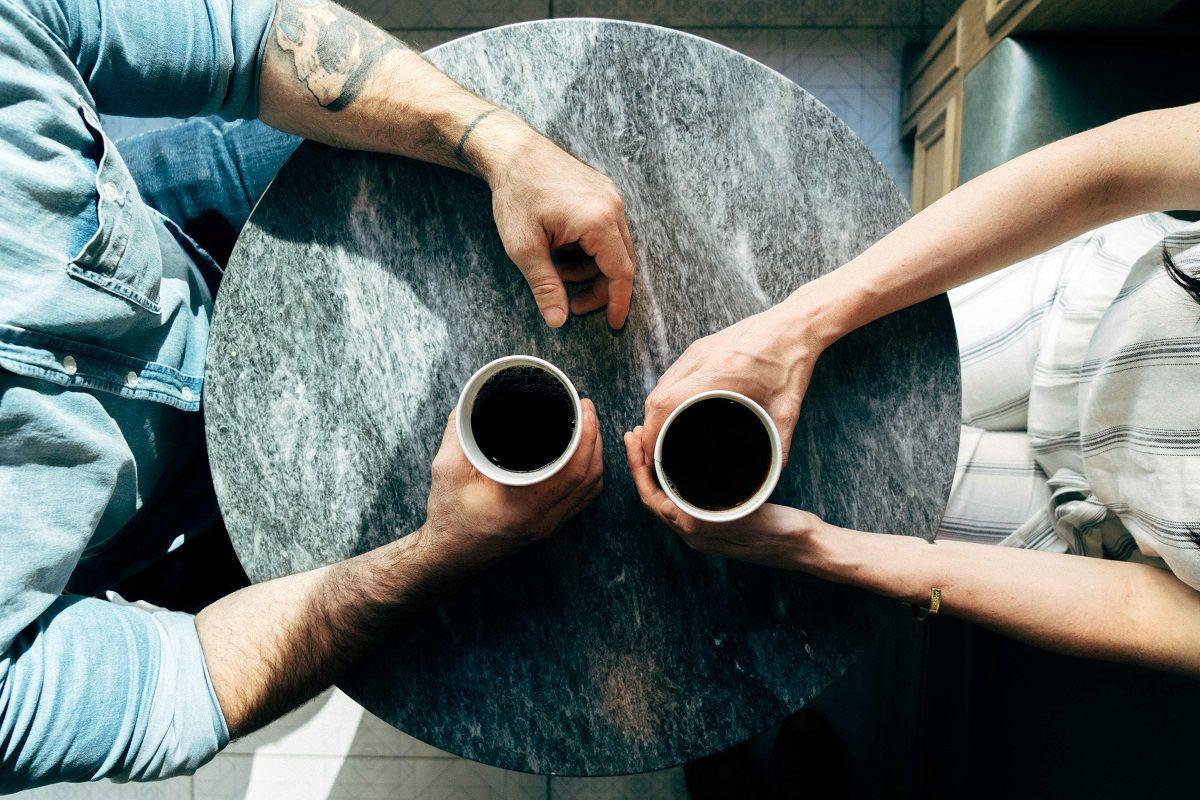 """Faire des rencontres à 50 ans : la technique secrète de """"l'entonnoir"""""""