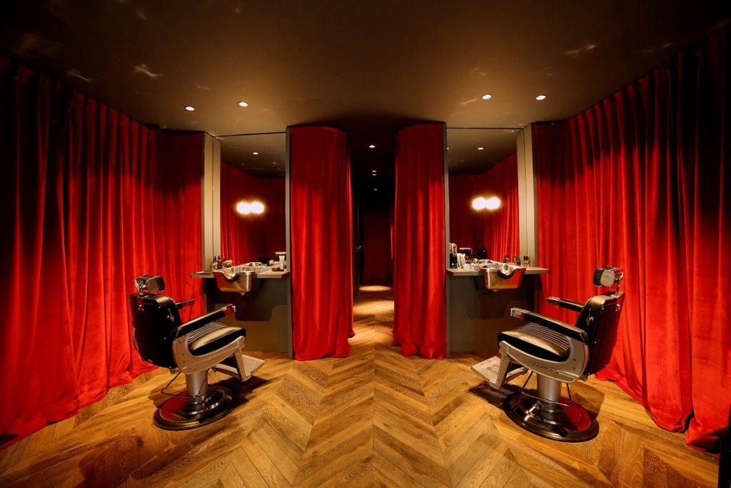 barbier voyeurs cabines fermées