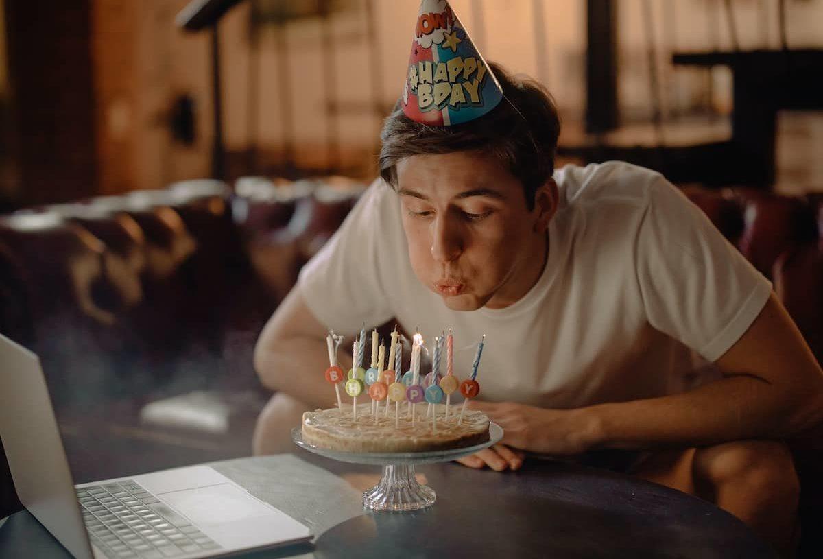 Comment fêter son anniversaire en visioconférence ?