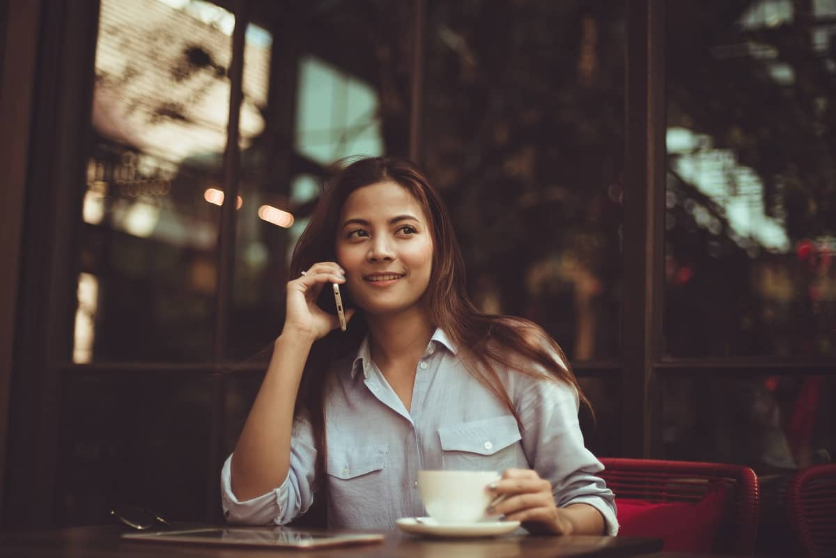 20 exemples de phrases pour aborder une femme en terrasse d'un café ou d'un bar